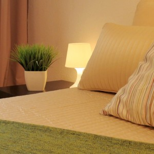 Schlafzimmer, gemütlich, einladend, kuscheln, gedämpftes Licht